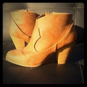 CUTE ANKLE BOOT